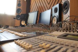 Consoles de mixage du studio A La Ferme